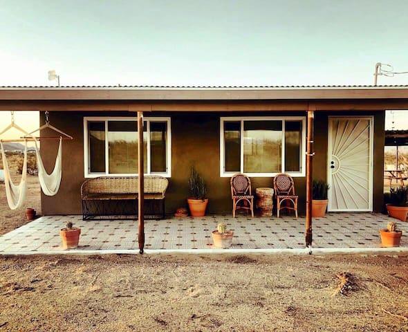 Wild Spirit Cabin, Hot tub, stars, views, 5 acres