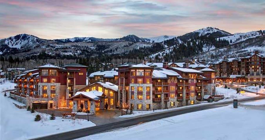 Enjoy Sundance in a Gorgeous Upscale Condo!