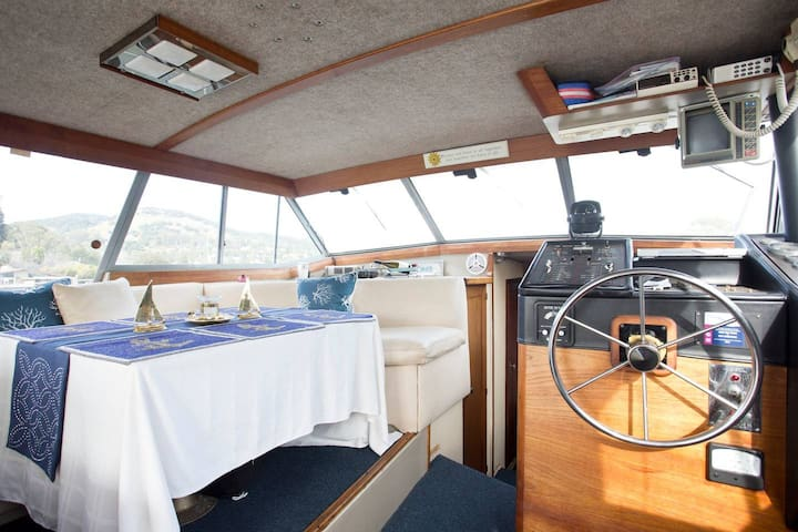 Remodeled 2 Bedroom Yacht With Gorgeous View