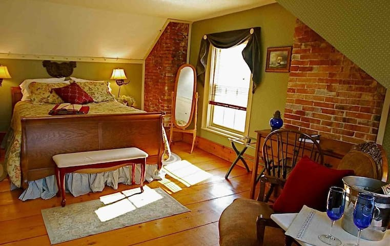 Federal House Inn,John Adams Suite #6 EnSuite bath - Plymouth - Bed & Breakfast