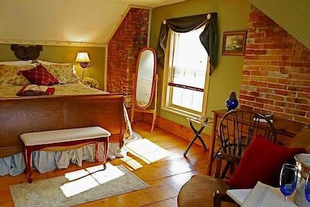 Federal House Inn, Historic B&B, Adams Suite