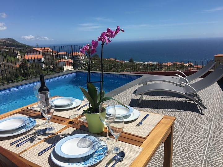 Villa do Rocha  2 bedroom,Swimming pool,sea view