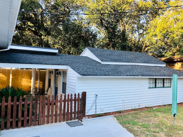 Beach Cottage, Minutes from Keesler, Affordable