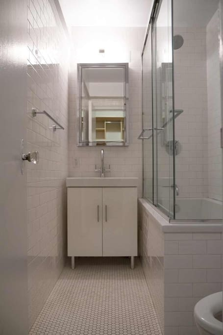 Bathroom: large soaking tub