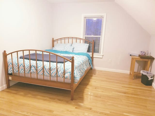 Private BR in Single House in Lowell - Lowell