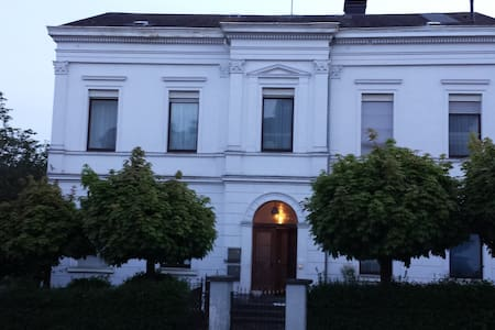 feel well in 1875 neoclassicist style house - Kirchen (Sieg) - 公寓