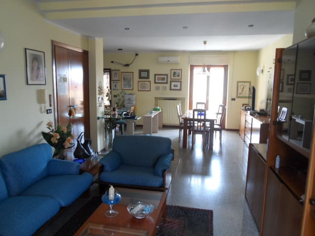 Loue appartement spacieux (130 m2). - Centobuchi - Apartment