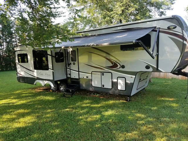 All the comforts of home in our Bay Hill RV