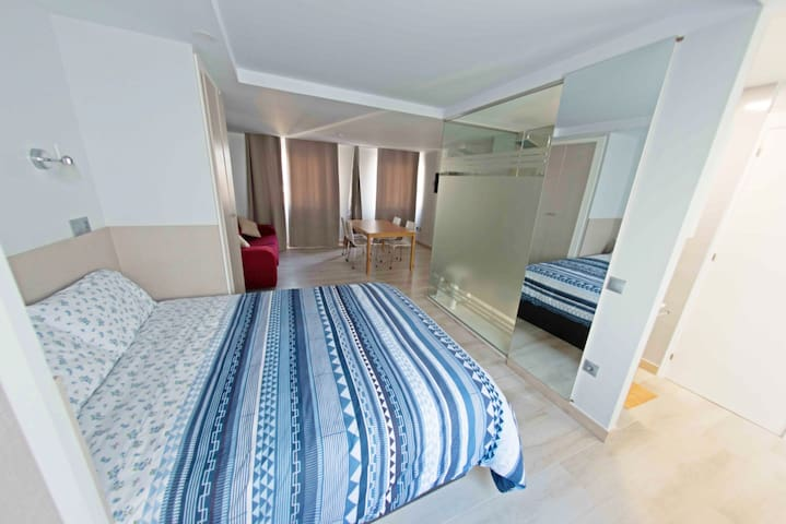 LUXURY and COZY APARTMENT FREE WIFI - NEAR THE SEA