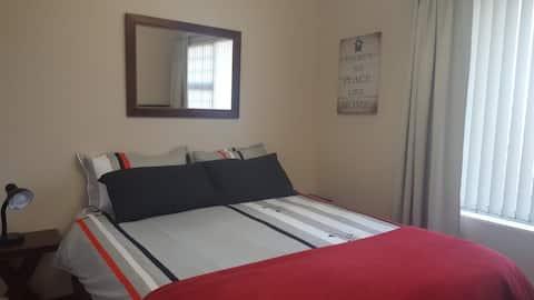 Comfortable Room in a nice quiet area in Dana Bay
