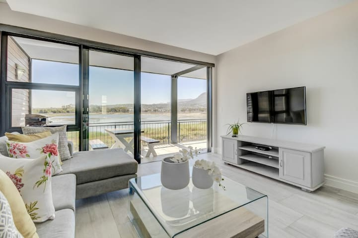 STUNNING NEW APARTMENT WITH EXCEPTIONAL VIEWS