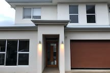 Brighton Beach Retreat New House - all modern facilities and all at your disposal Wifi, Foxtel, Study or Office area if you need to catch up on work (not encouraged when on holidays!) Other Equipment available to make your trip to Adelaide amazing