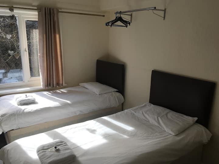 Standard En suite Twin Room