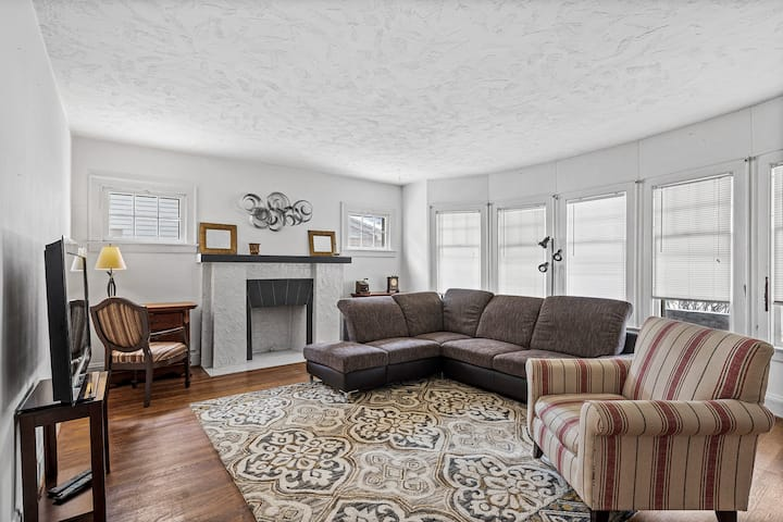 Apt in trendy area near Cle Clinic & Univ Circle