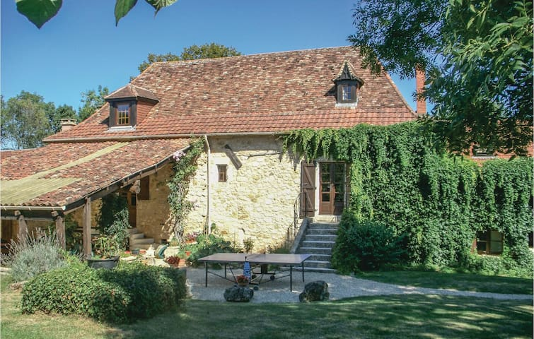 Holiday cottage with 6 bedrooms on 290 m² in St Martin des Combes