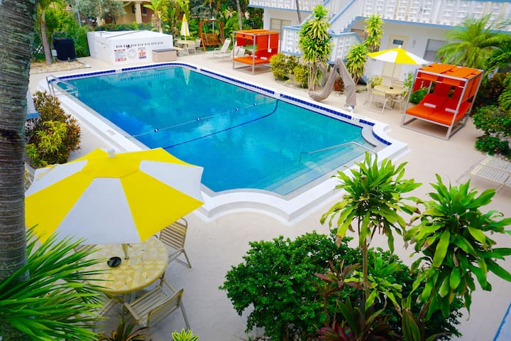 NEW By The Beach 2 BR In Club Lux Resort, Pool/BBQ