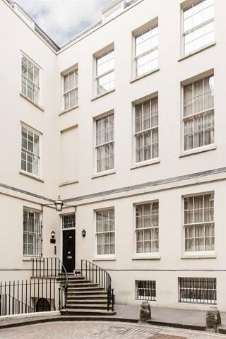 Double Studio-Suffolk Lane-Cannon Street-EC4R