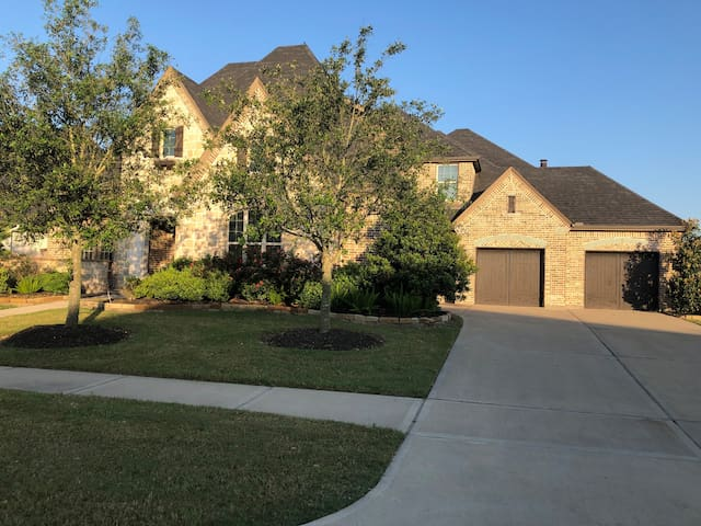 Suburban living with complete vacation amenities