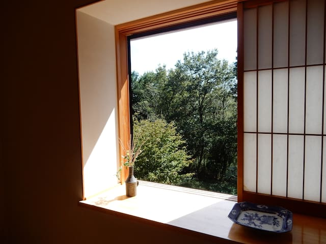 The east view from the window facing south. 6畳間南側の窓からの東の景色