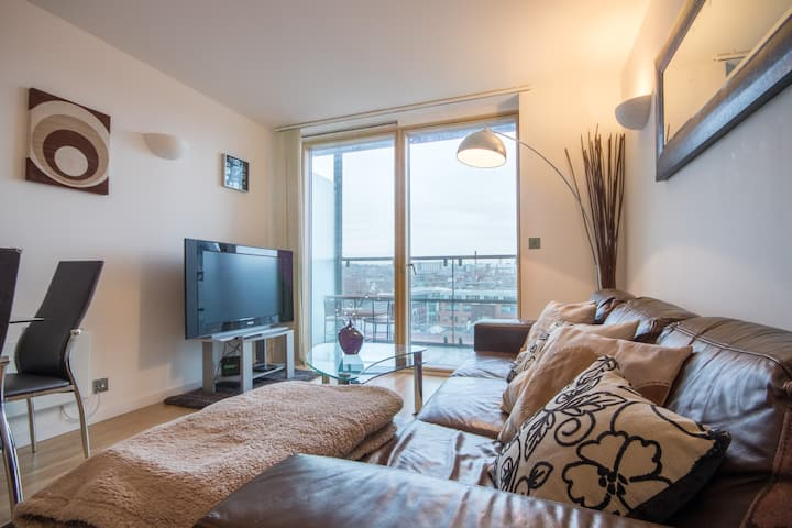 3Bed 2Bath - Central + Balcony and FREE PARKING