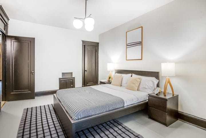 Spacious Room in Picturesque Woodley Park Location