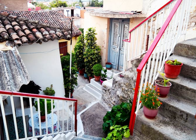 COSY & TRADITIONAL HOUSE IN THE CENTER OF NAFPLIO