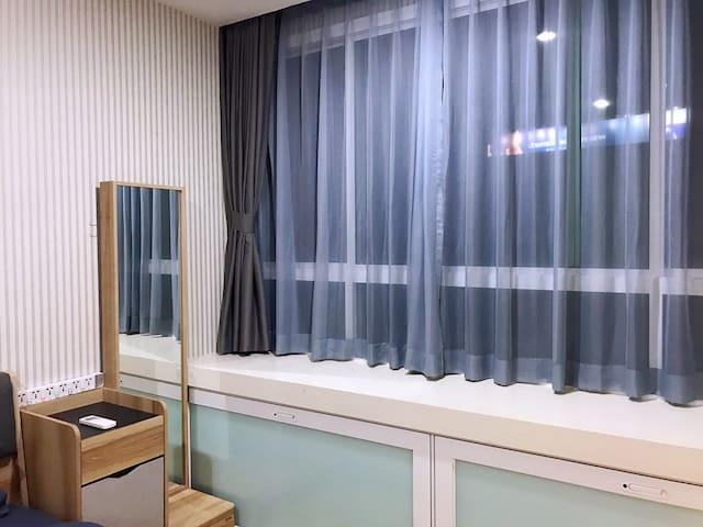 抖音火车夜市韩国免税店酒吧街全新大一居3264