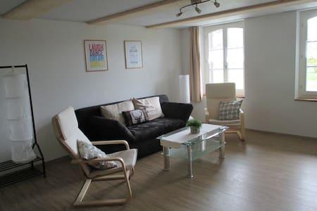 Helle schöne Wohnung in Auswil - Auswil - Apartamento