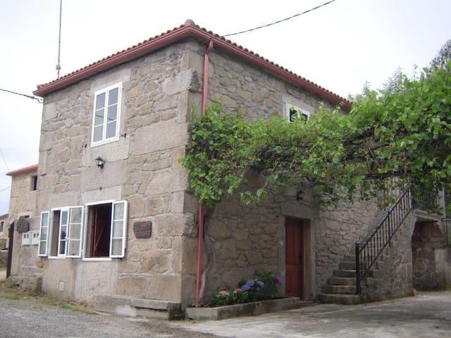 CASA DE ALDEA EN PALAS DE REY (Camino de Santiago)