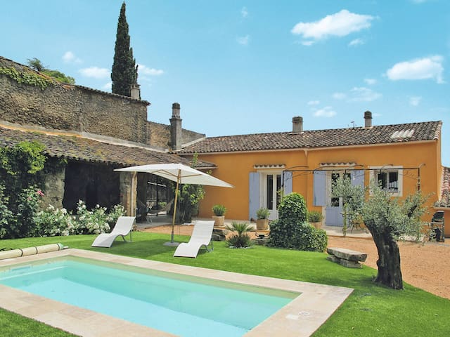 Holiday house for 6 persons in Barjols