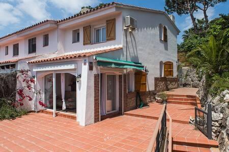 Bonita casa adosada a 150 m de la playa de Fenals - Lloret de Mar