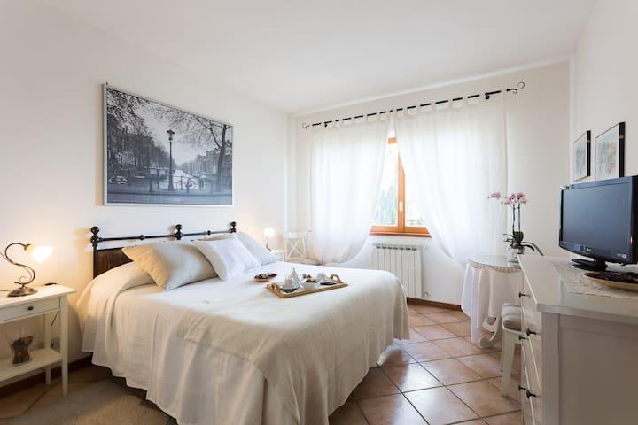 Elegante camera in villa a Roma
