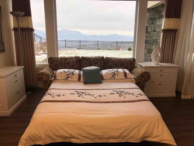 Bedroom 4 with a sofa bed and wonderful lake view!