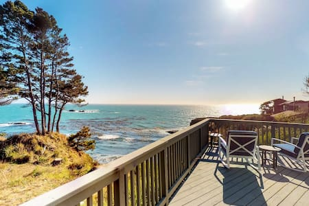 Oceanfront home w/stunning views, close to town, 50 amp charger,  1 dog OK