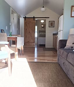 Sun Filled Cottage,  close to beach+attractions - 올드 오차드 비치(Old Orchard Beach) - 통나무집