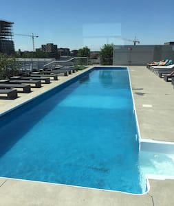 "LUXURY ""RESORT"" - 3 POOLS, SPA, AMAZING VIEWS - Montréal - Condominium"