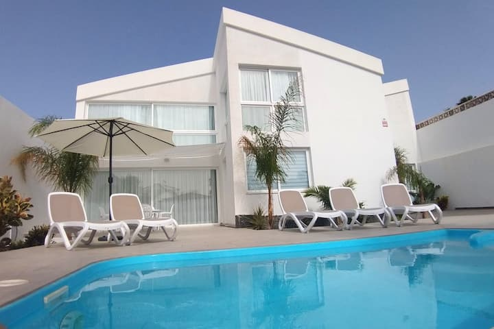 Modern 3-bed Villa in Amarilla Golf