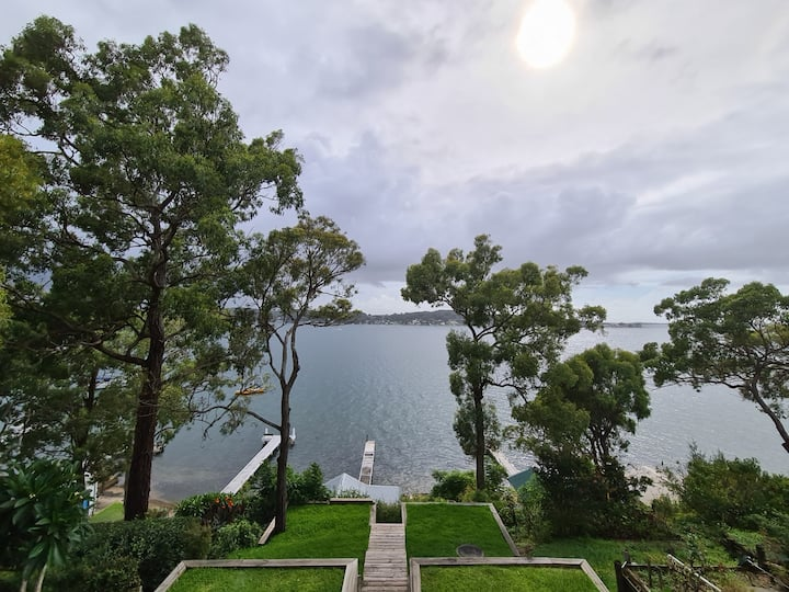 Queen Sized Room - Direct Access to Lake Macquarie