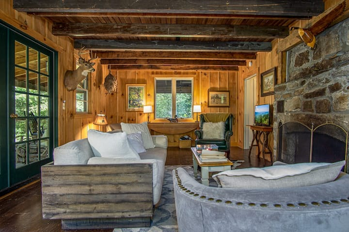 Horseshoe Hollow, Private Log Cabin