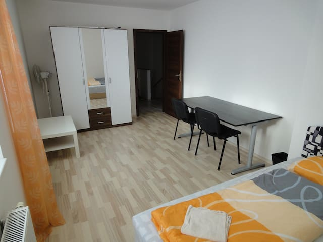 Rooftop 4bed 54 m2,great bath+kitchen,10min center