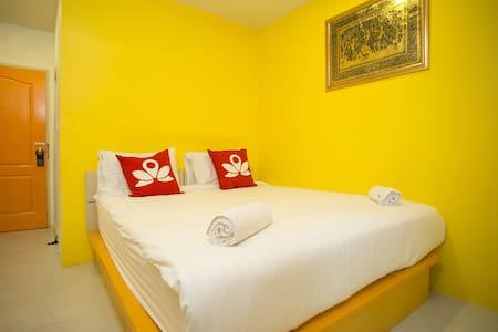 Charming Room at Seven Luck - Bangkok
