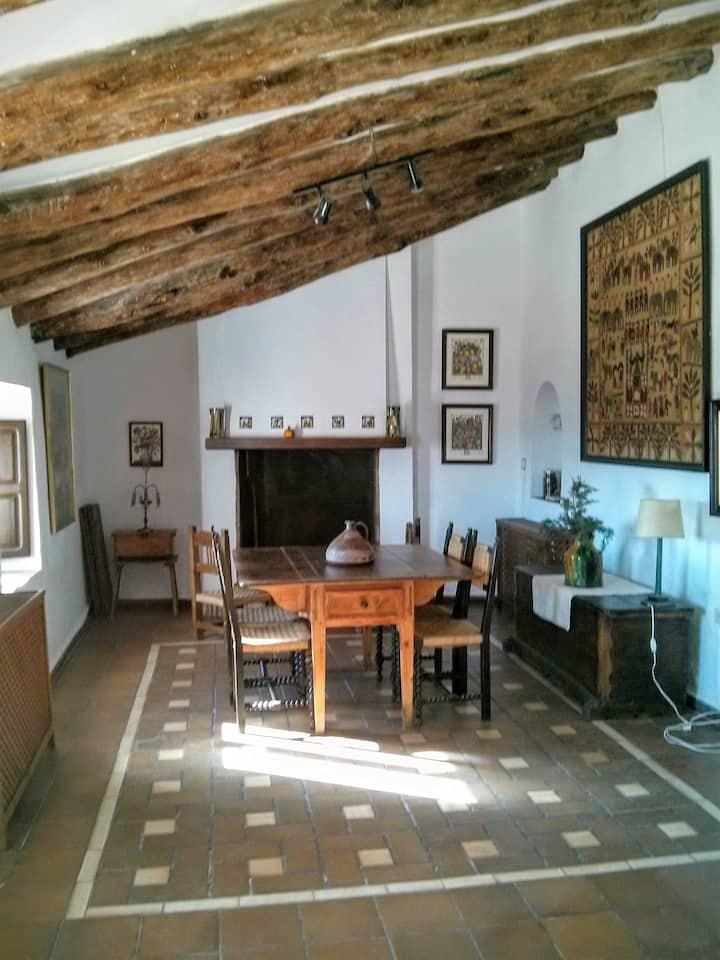 La Almazara Alta. Los Mapas Room