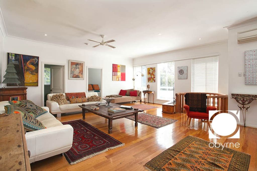 Oozing ambience spacious open plan living houses for for Ambiance australia