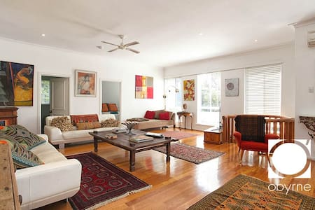 Oozing Ambience Spacious Open Plan Living - Bicton - Haus