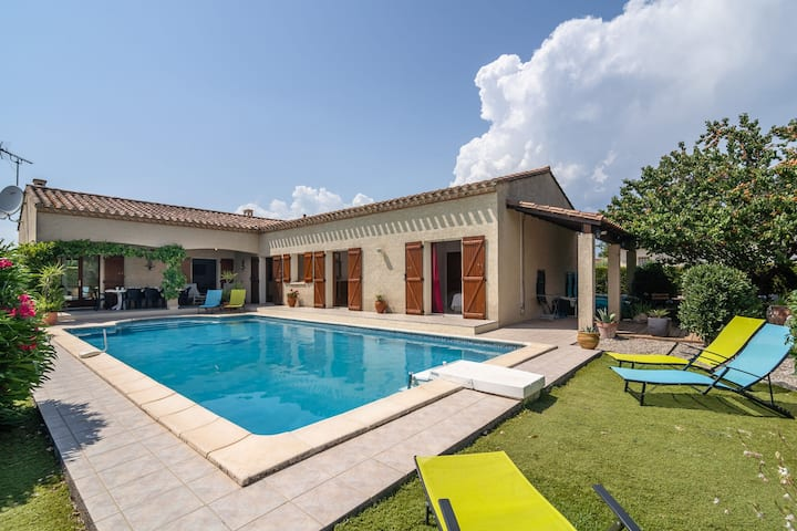 Superb Villa in Olonzac with Swimming Pool, close to Lake