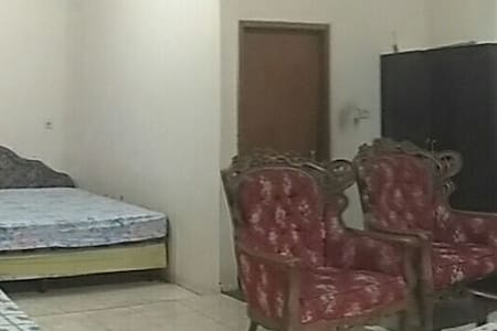 Big room with 2 big beds for 4 ppl - East jakarta - Дом
