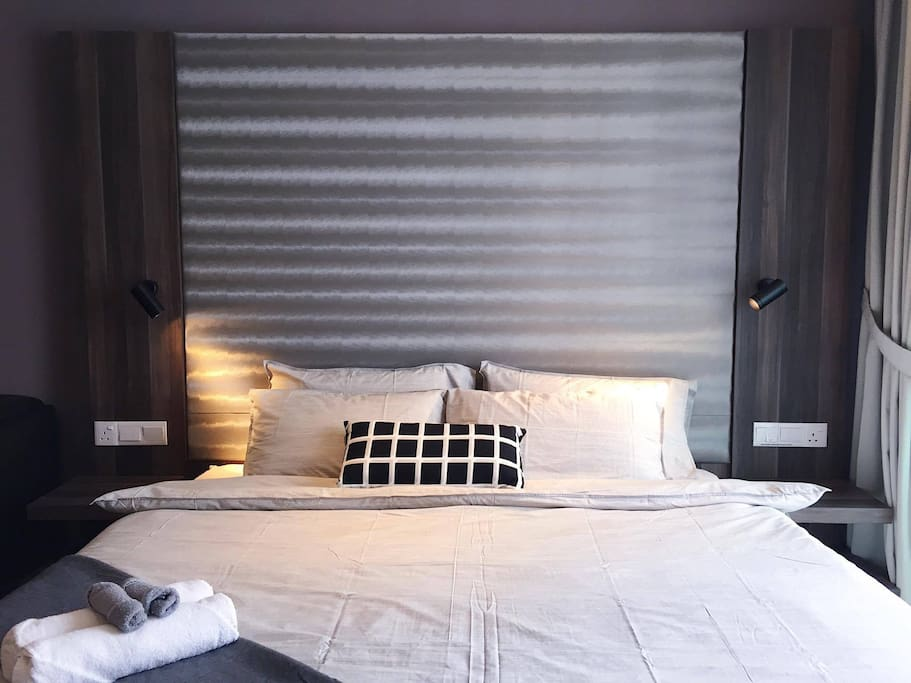 Comfortable King Size bed with 4 pillows