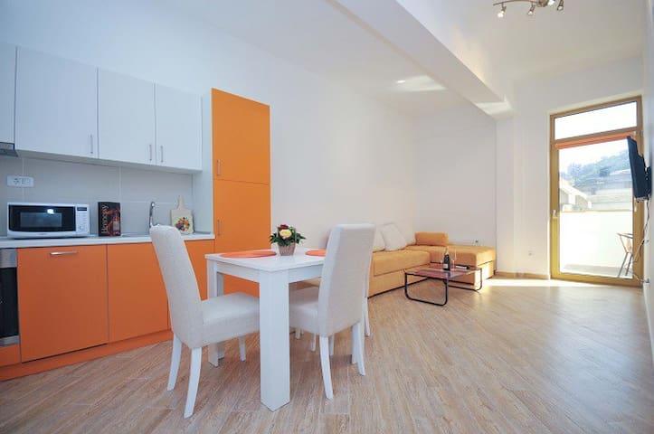 Orange Apartment in city center # 106