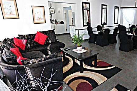 Hiflyerz Guest House - Chambres d'hôtes