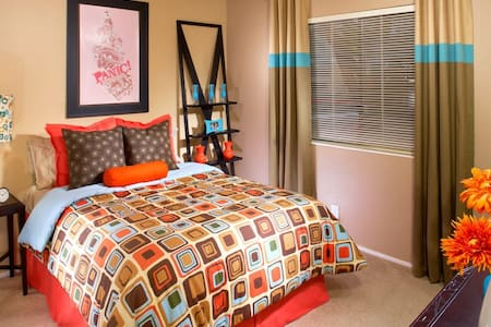 Beautiful Bedroom & Bath in Heart of Pleasanton - 普萊森頓(Pleasanton)